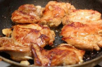 Chicken-with-Garlic-Onion-Sauce-4-b-550x366