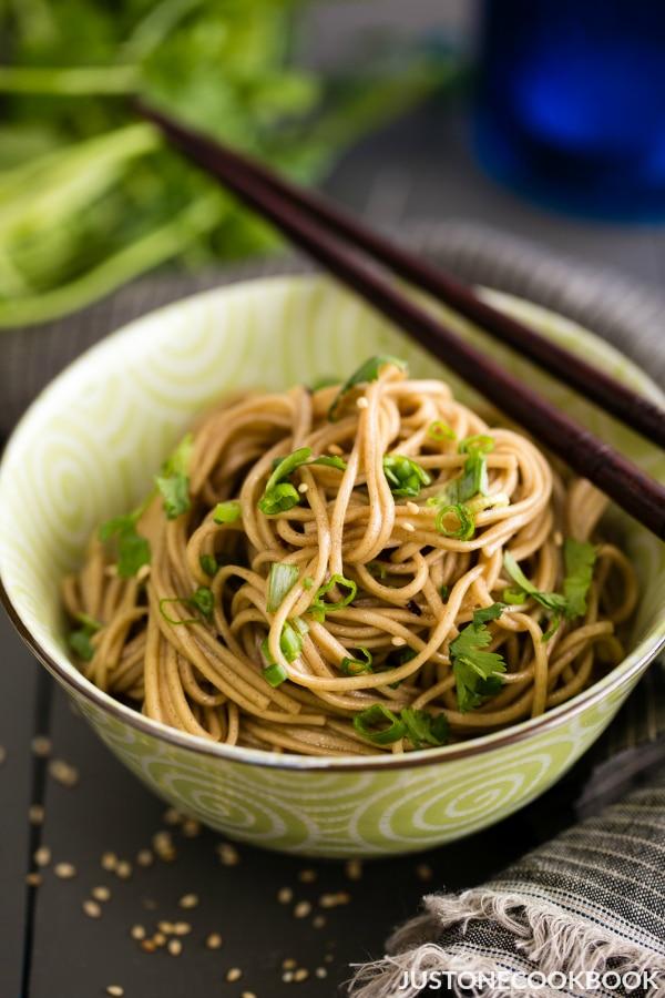 Soba asian noodle salad