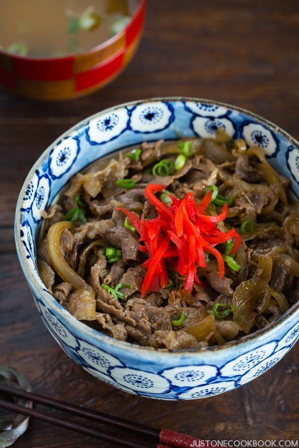 Yoshinoya Beef Bowl (Gyudon) 牛丼 Just One Cookbook