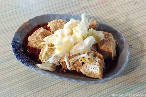 Taiwan Night Market 六合夜市 - Travel Vlog | Easy Japanese Recipes at JustOneCookbook.com