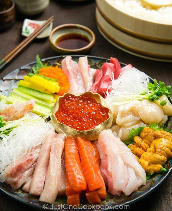 sushi-fillings-in-a-platter