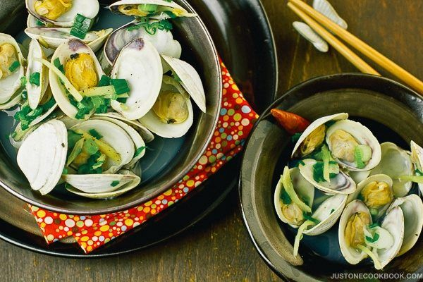 Japanese Sake Steamed Clams あさりの酒蒸し | Easy Japanese Recipes at JustOneCookbook.com