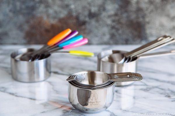 indigo true stackable measuring cups