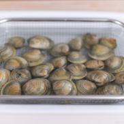 How to Clean Clams (De-grit) | Easy Japanese Recipes at JustOneCookbook.com