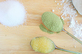 5 ingredients for Green tea cookie on a table.