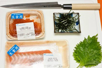 Salmon & Ikura Don Ingredients