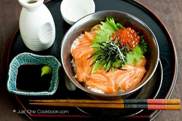 Salmon and Ikura Donburi and soy sauce.