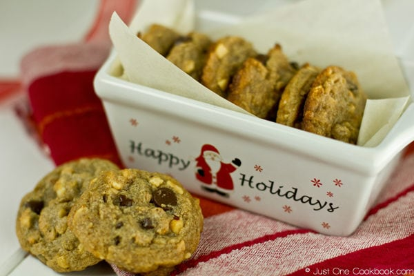 Peanut Butter Chocolate Chip Cookies in a holiday dish.