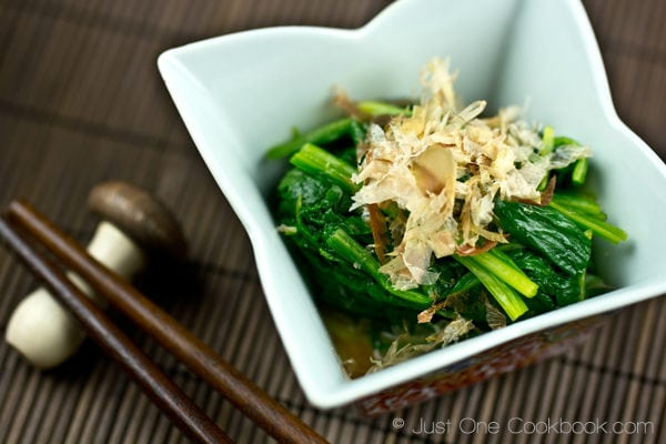 Spinach Ohitashi topped with Katsuobushi in a small dish.