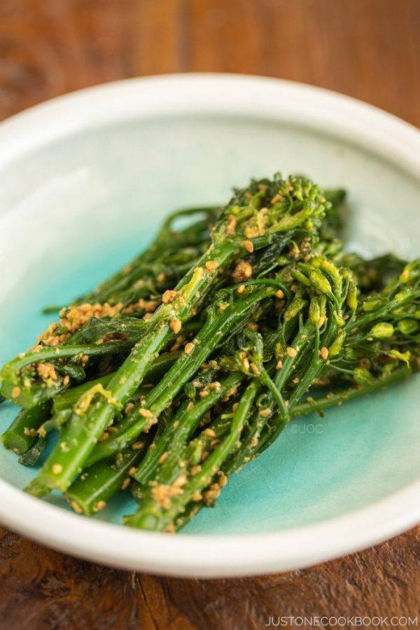 Broccolini Gomaae on a small plate.