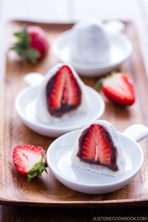 Strawberry Mochi, daifuku on plates.