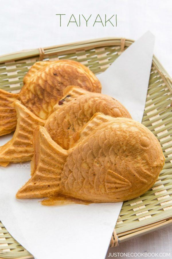 Taiyaki on a bamboo basket.
