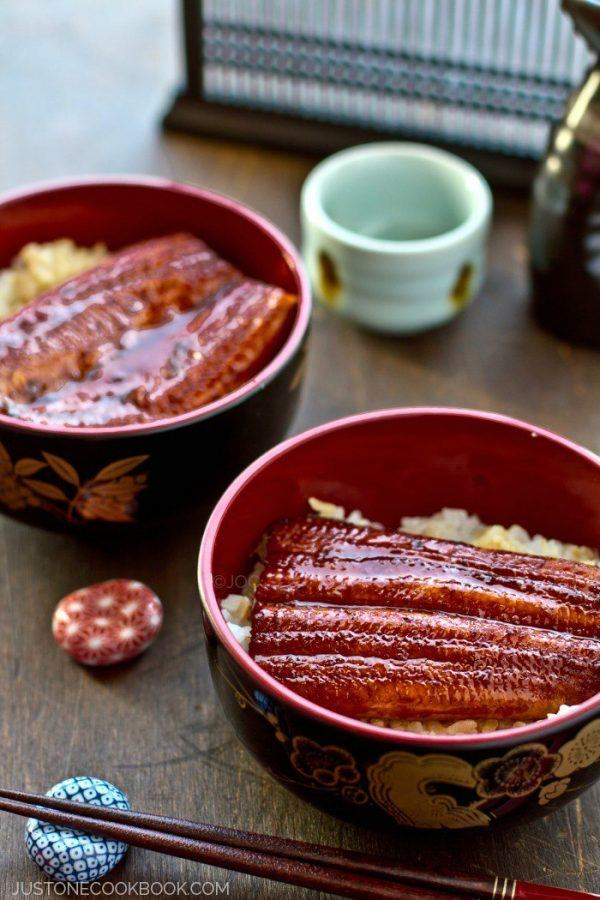 Unagi Don in bowls on wooden table.