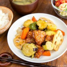 A popular Japanese restaurant Ootoya's copycat Sweet and Sour Chicken (Tori Kurozu-An) recipe. Easy Japanese Recipes at JustOneCookbook.com