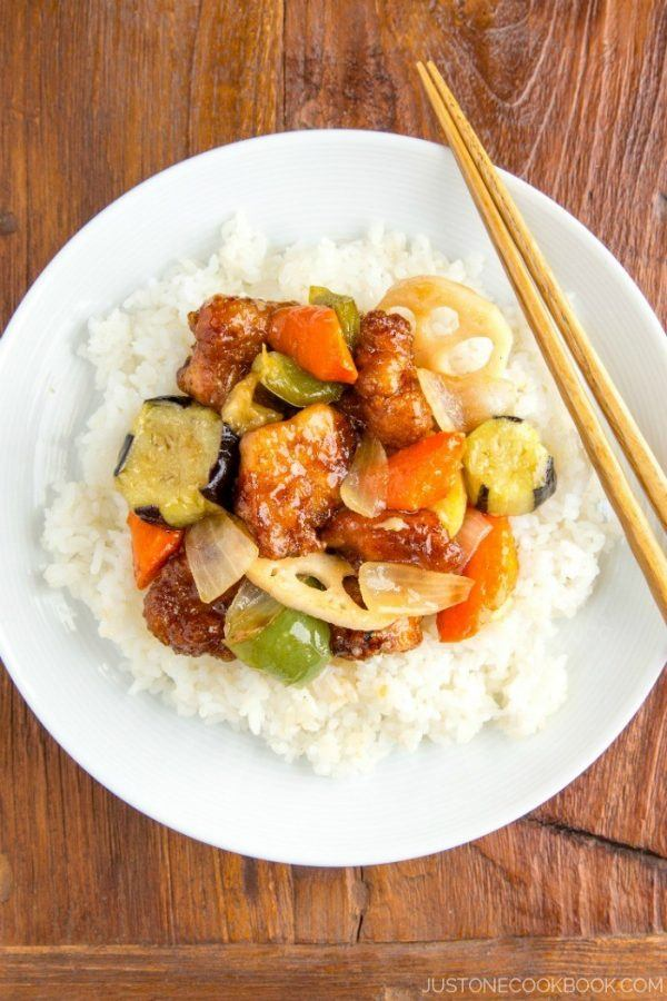 A popular Japanese restaurant Ootoya's copycat Sweet and Sour Chicken (Tori Kurozu-An) recipe. Easy Japanese Recipes at JustOneCookbook.com