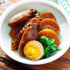 Slow Cooker Chicken Wings 鶏手羽と大根の煮物 | Easy Japanese Recipes at JustOneCookbook.com