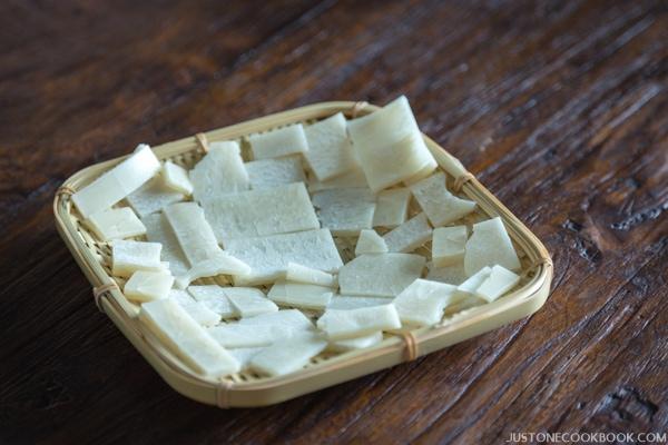 Homemade Rice Crackers (Kakimochi かき餅) | Easy Japanese Recipes at JustOneCookbook.com