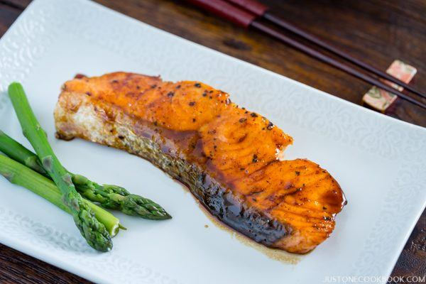 Teriyaki Salmon and asparagus on the white plate.