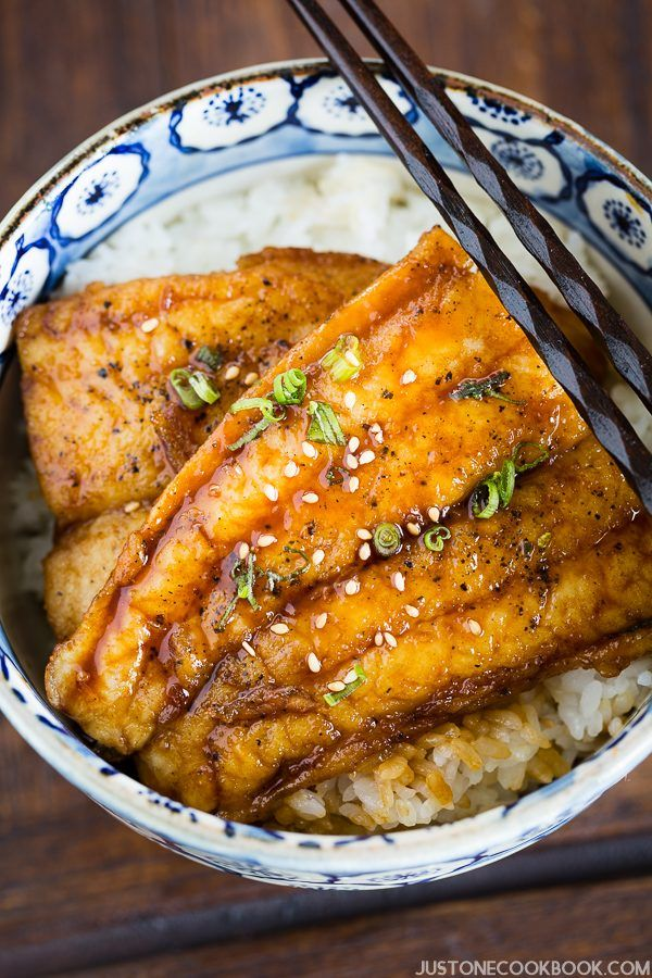 Catfish Kabayaki with Teriyaki Sauce and white rice in a big bowl.