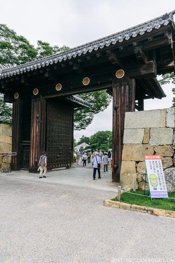 entrance gate at himeji castle