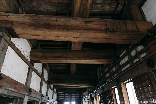 large wood beam supporting the ceiling in himeji castle