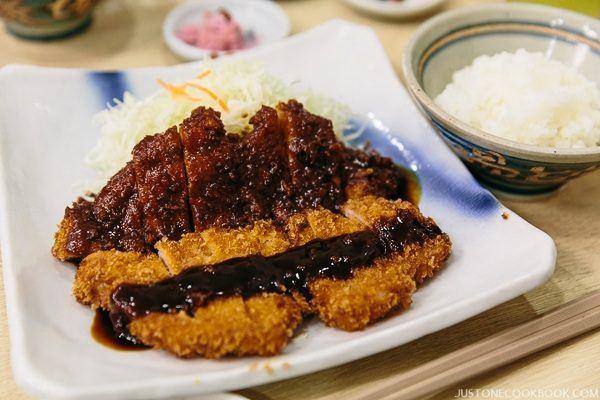 nagoya food yabaton-pork-cutlet