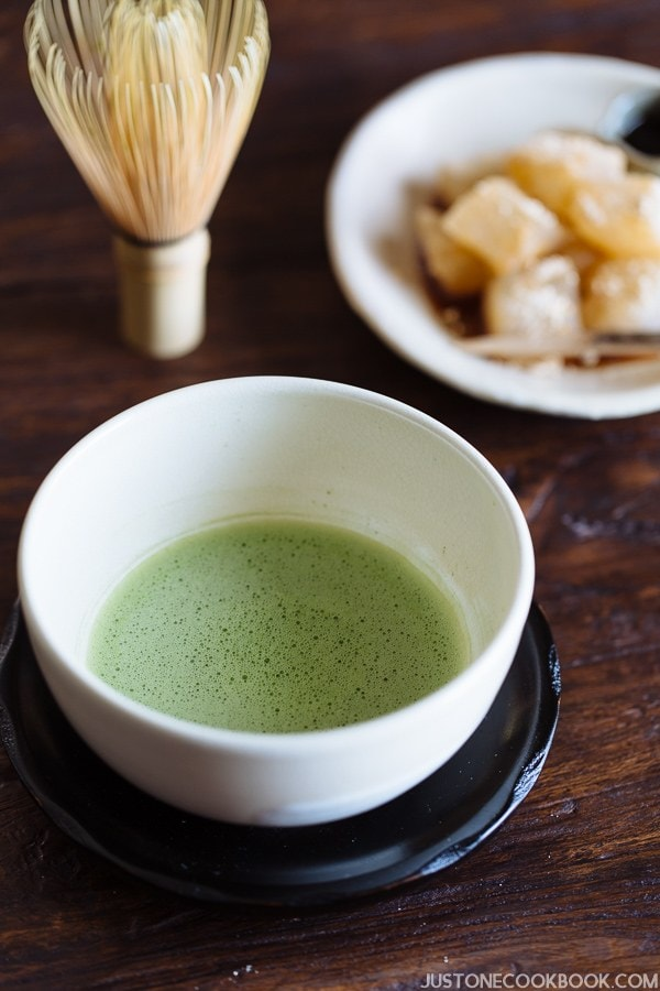 How To Make Matcha (Japanese Green Tea) 抹茶の点て方 | Easy Japanese Recipes at JustOneCookbook.com