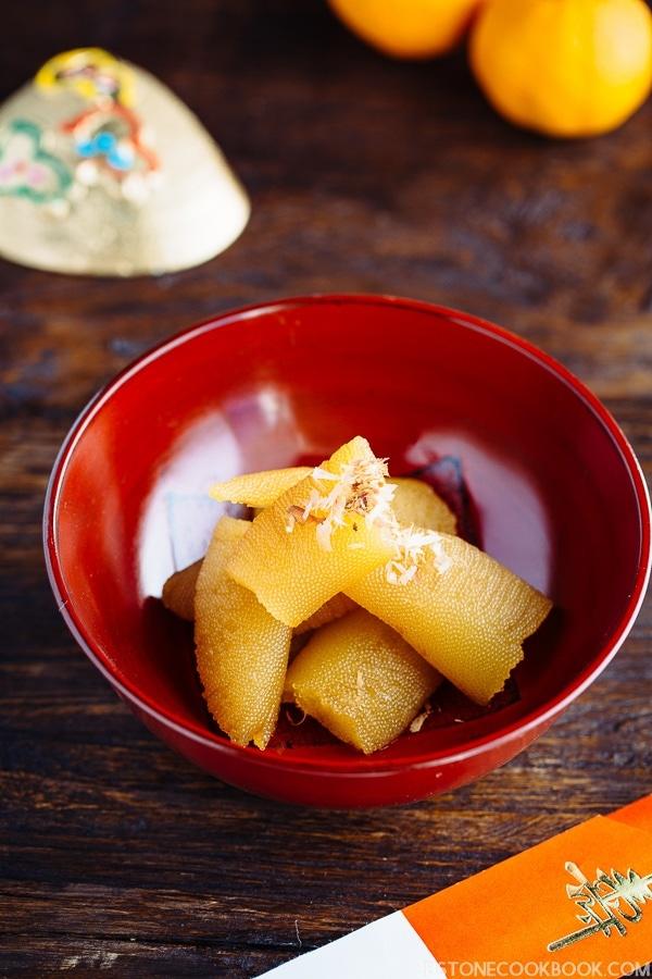 Kazunoko in a red bowl.