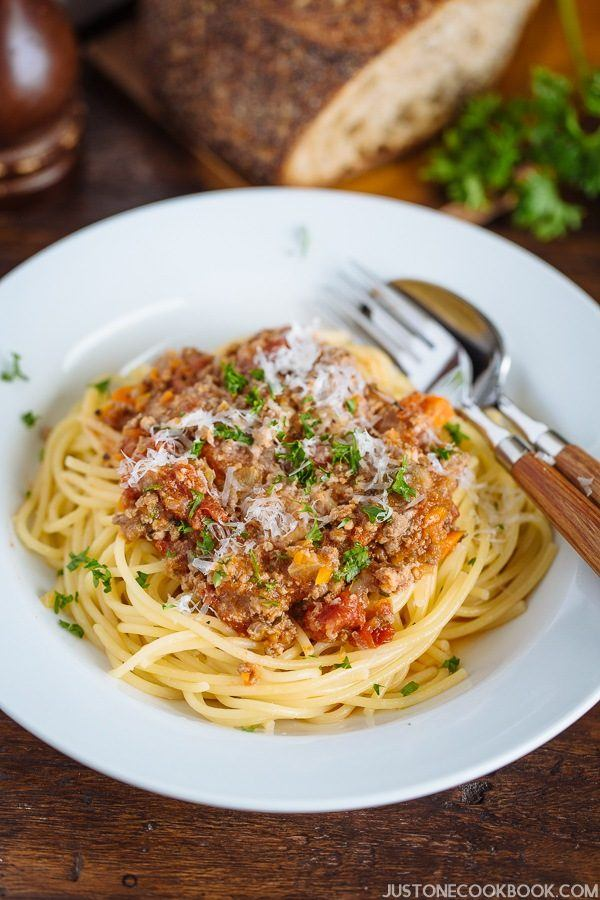 Pressure Cooker Spaghetti Bolognese (圧力鍋で作るスパゲッティボロネーゼ) | Easy Japanese Recipes at JustOneCookbook.com
