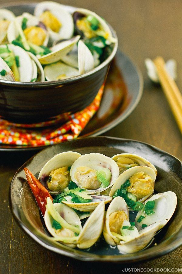 Japanese Sake Steamed Clams in bowls.