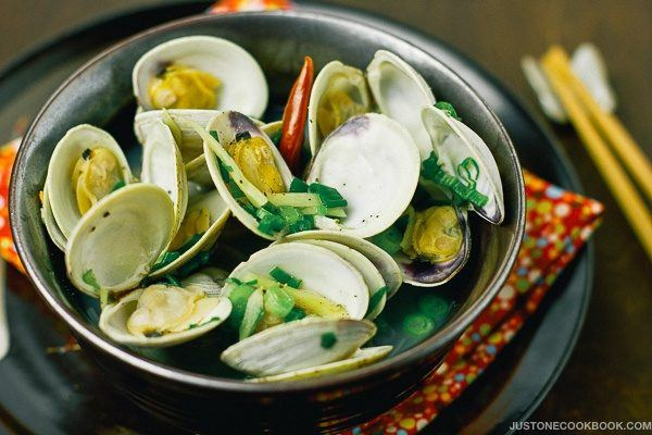 Japanese Sake Steamed Clams in a bowl.