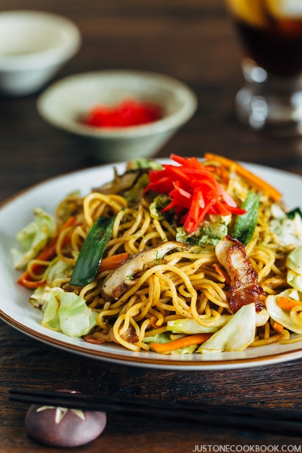 Yakisoba on a plate.