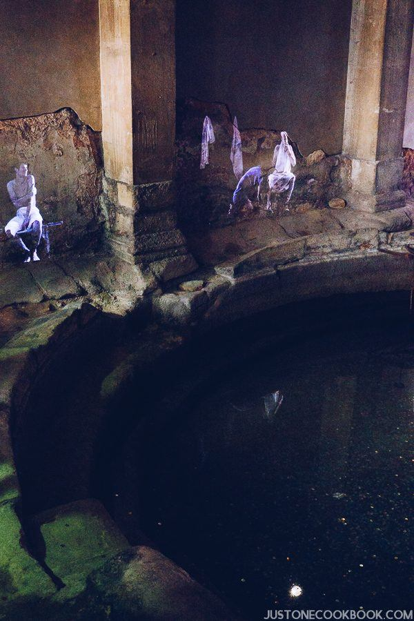 London Travel Guide - Roman Bath