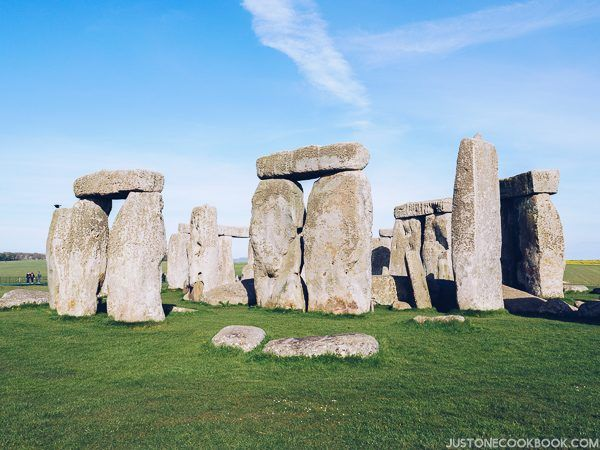 London Travel Guide - Stonehenge