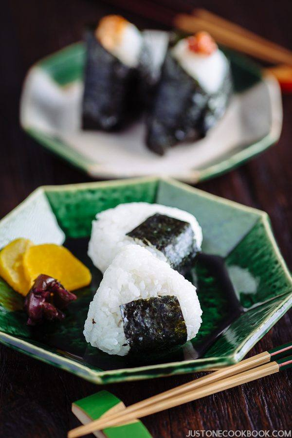 Onigiri and pickled on the plate.