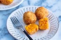 Japanese Pumpkin Croquettes (Kabocha Korokke) かぼちゃコロッケ