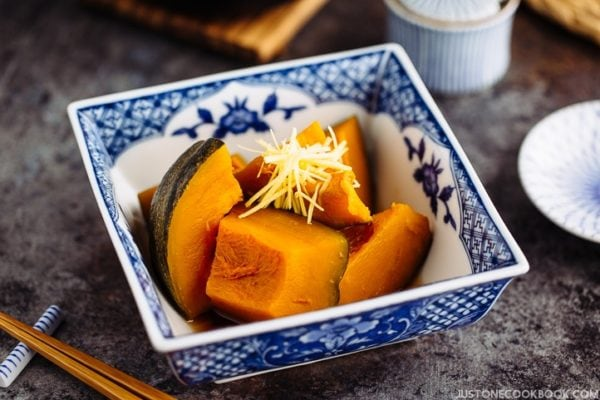 Simmered Kabocha Squash (Japanese Pumpkin) in a Japanese blue willow bowl.