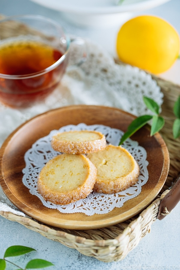A wooden plate containing Meyer Lemon Sables.