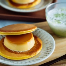 Purin Dora or Dorayaki with Japanese Custard Pudding is served with green tea latte.