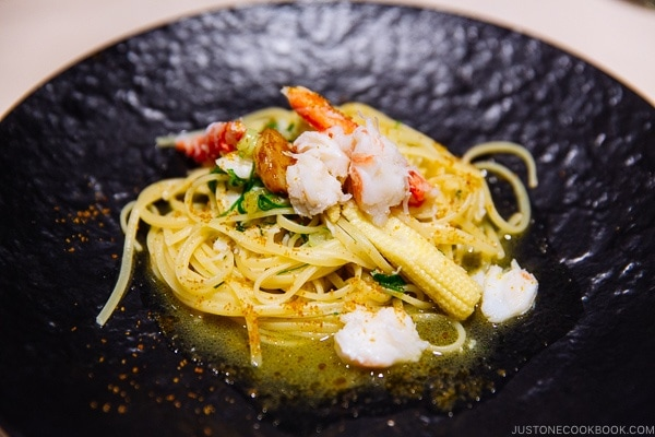 crab and kujo-negi Spaghetti aglio e olio Ristorante Azzurri Suginoi Hotel Beppu - Beppu travel guide | justonecookbook.com