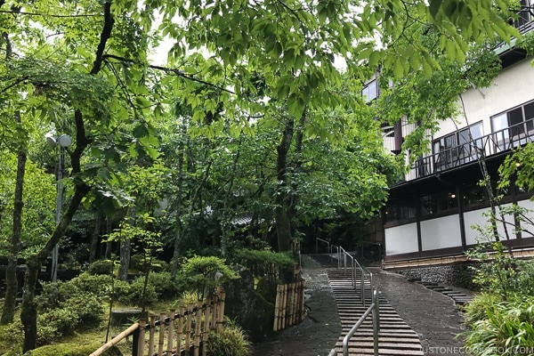 courtyard at Musouen Hotel 山のホテル 夢想園 - Yufuin Travel Guide | justonecookbook.com