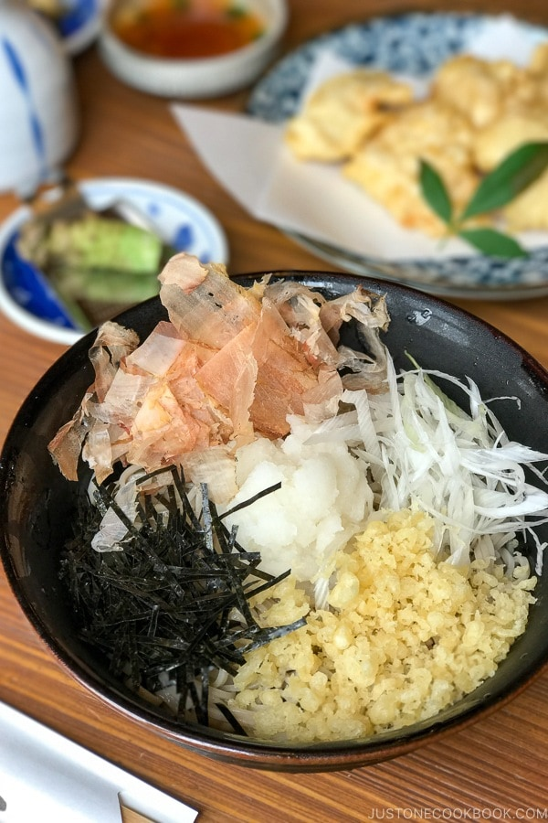 oroshi tanuki soba 陽だまり食堂 - Yufuin Travel Guide | justonecookbook.com