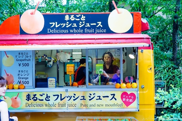 juice stand main street - Yufuin Travel Guide | justonecookbook.com
