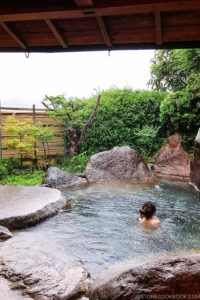 private outdoor hot spring at Musouen Hotel 山のホテル 夢想園 - Yufuin Travel Guide | justonecookbook.com