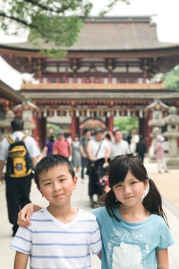 children in front of gate at Dazaifutenmangu - Fukuoka Travel Guide | justonecookbook.com