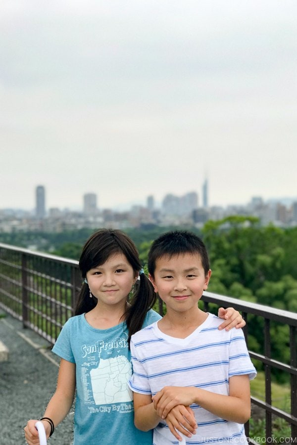 children at Fukuoka Castle - Fukuoka Travel Guide | justonecookbook.com