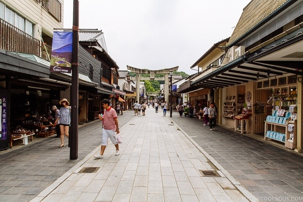 street with shops on the way to Dazaifutenmangu - Fukuoka Travel Guide | justonecookbook.com