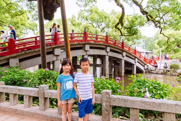 children standing in front of Taiko Bridge at Dazaifutenmangu - Fukuoka Travel Guide | justonecookbook.com
