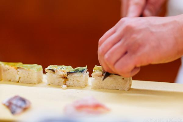 chef cutting sushi at Sushi Yamanaka - Fukuoka Travel Guide | justonecookbook.com