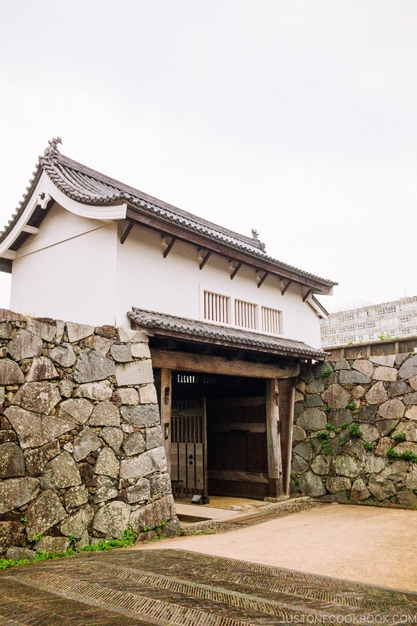 Fukuoka Castle Gate - Fukuoka Travel Guide | justonecookbook.com